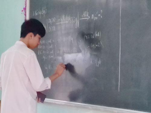 Trần Văn Minh - Tấm gương học sinh nghèo vượt khó học giỏi