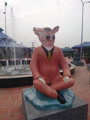 Tuyển tập 14 bức tượng trang trí mặt ngáo nhất Việt Nam