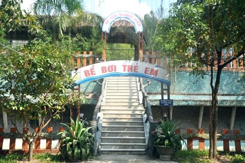 Bể bơi tại Thanh Lâm Resort