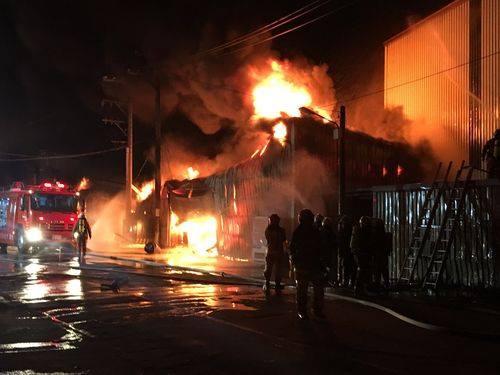 Vụ cháy ở công xưởng Lu Zhu Nan Khản Đào Viên lúc 2 giờ sáng nay.