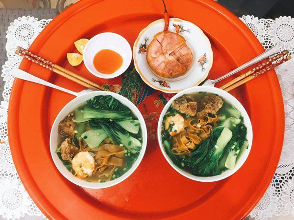 Và cũng nhờ cơm hàng ngày của vợ nấu mà chồng Minh Trang đã tăng 2kg sau 1 tháng khiến cô cảm thấy rất tự hào.