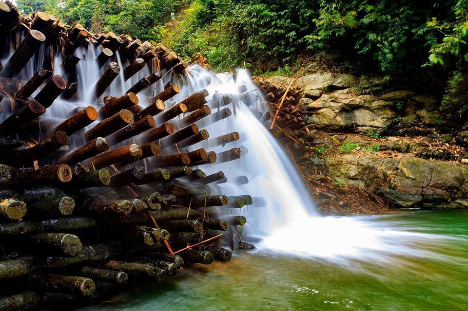Con đập được dựng lên với mục đích chặn dòng, lấy nước phục vụ nông nghiệp
