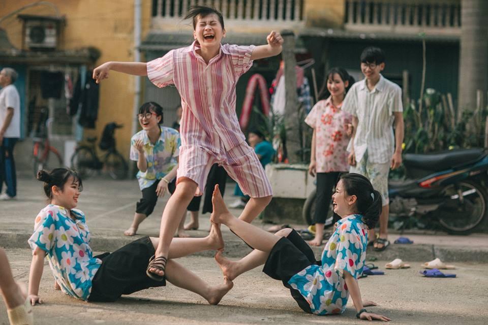 Chụp theo concept này các bạn học sinh không phải diễn mà chỉ thoải mái vui chơi bên nhau