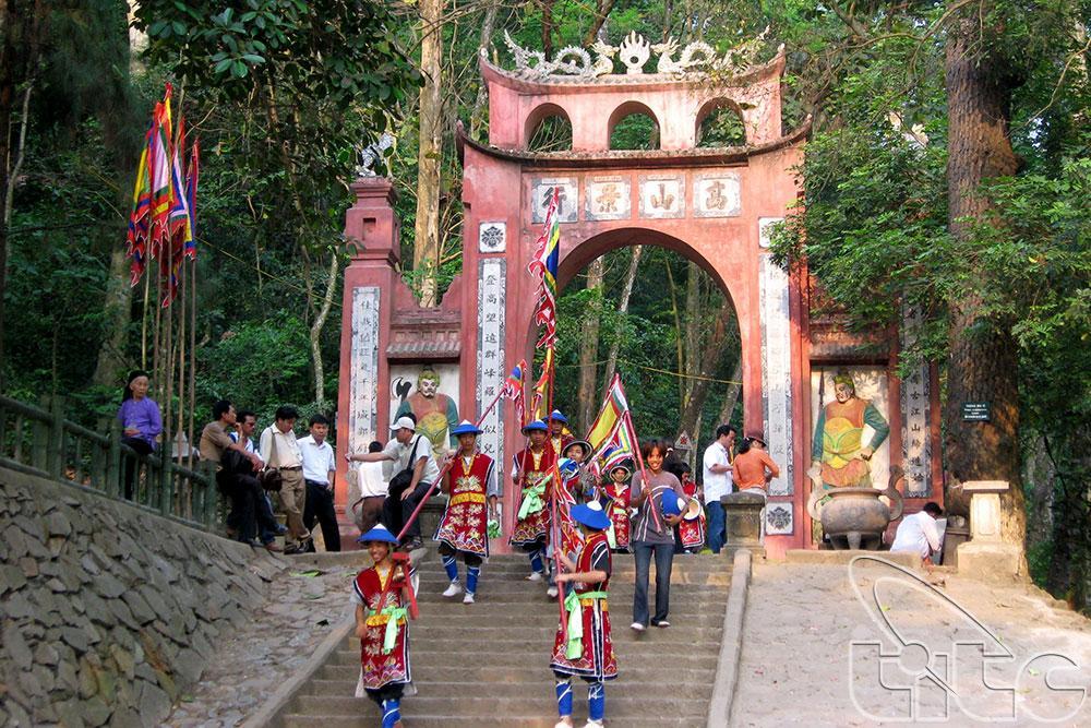 Hằng năm, nơi này thu hút rất nhiều khách du lịch ghé thăm. (Ảnh: top7thuvi.com)