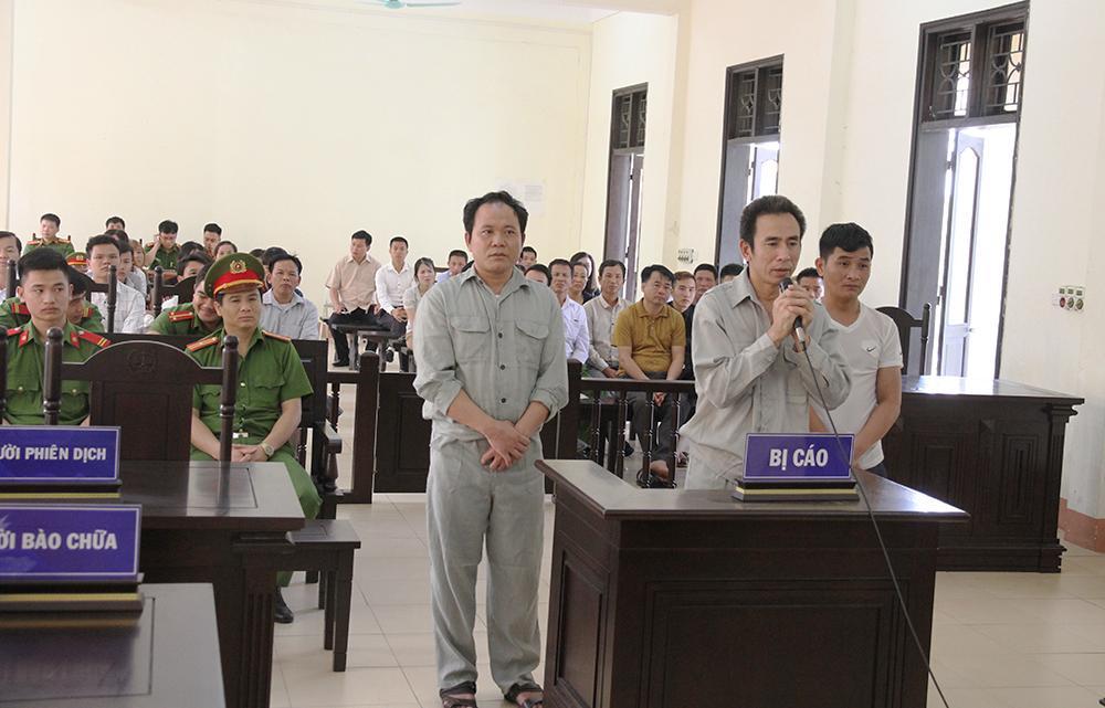 Đối tượng Trần Văn Hoa và đồng bọn tại phiên tòa