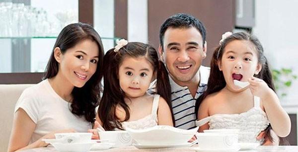 Gia đình hạnh phúc của Quyền Linh.