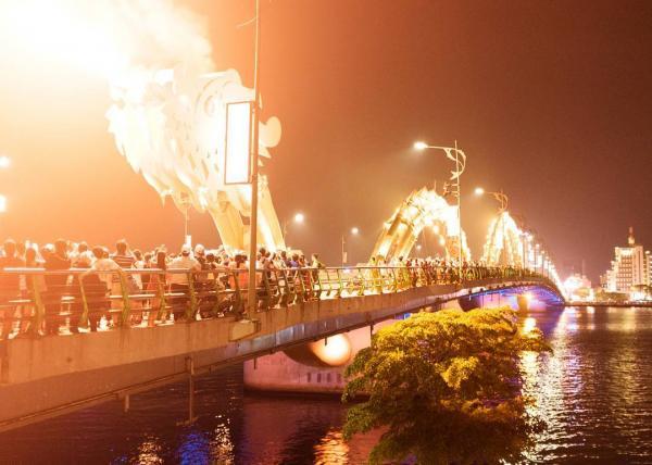 Cầu Hàm Rồng là nơi hay diễn ra các hoạt động văn hóa nổi bật của thành phố Đà Nẵng. (Nguồn: handonam)