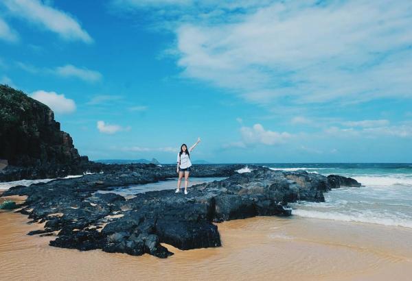Bãi cát vàng óng đẹp hoang sơ nơi Bãi Xép khiến du khách tưởng như lạc vào chốn địa đàng. (Nguồn: tranviennhu)