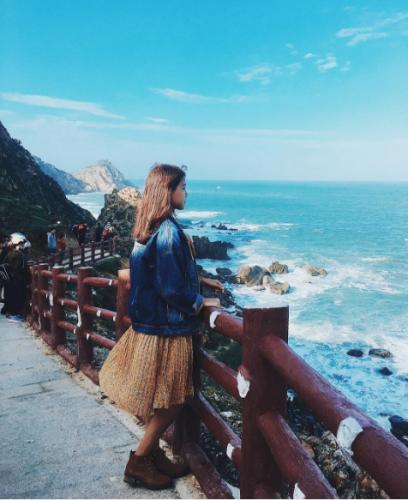 Không cần sang Hàn Quốc, ngay tại Việt Nam cũng có con đường ven biển đẹp mơ màng. (Nguồn: @ngocthuy2104)