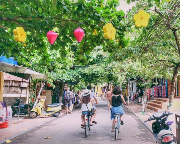 Khám phá Hội An bằng xe đạp sẽ là một trải nghiệm khó quên đối với nhiều dân du lịch. (Nguồn: Nga Anh)