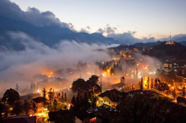 Sapa lung linh trong đêm. (Nguồn: ivivu.com)