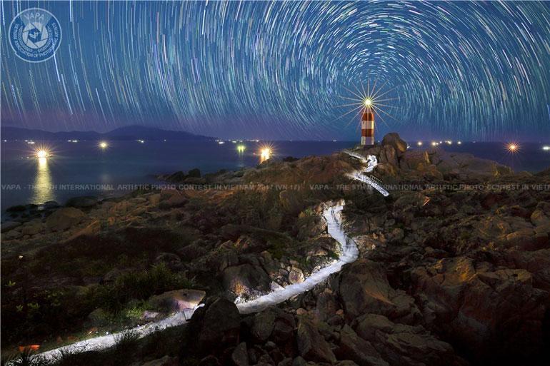 """Tác phẩm """"Đêm gành Đèn"""" của nhà nhiếp ảnh Huỳnh Lê Viễn Duy"""