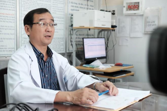 BS Ngô Đức Hiệp thông tin về tình trạng của bệnh nhân Đẹp.