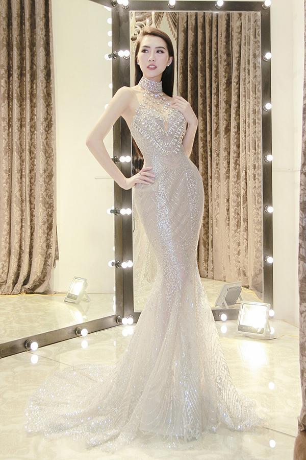 Tường Linh cho biết, đến với Miss Intercontinental 2017, cô muốn chú trọng chọn những trang phục khoe được lợi thế hình thể với số đo 83-55-90.