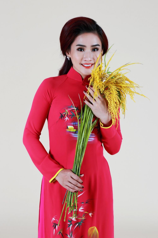 Nữ ca sĩ Yên Nhiên tên đầy đủ là Trương Phan Yên Nhiên, sinh năm 1990, quê ở Phú Yên.