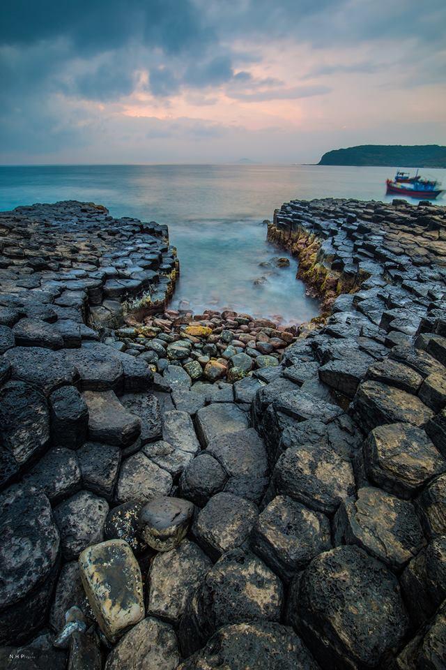 Ghềnh Đá Đĩa - một địa điểm du lịch không thể bỏ qua khi đến Phú Yên.