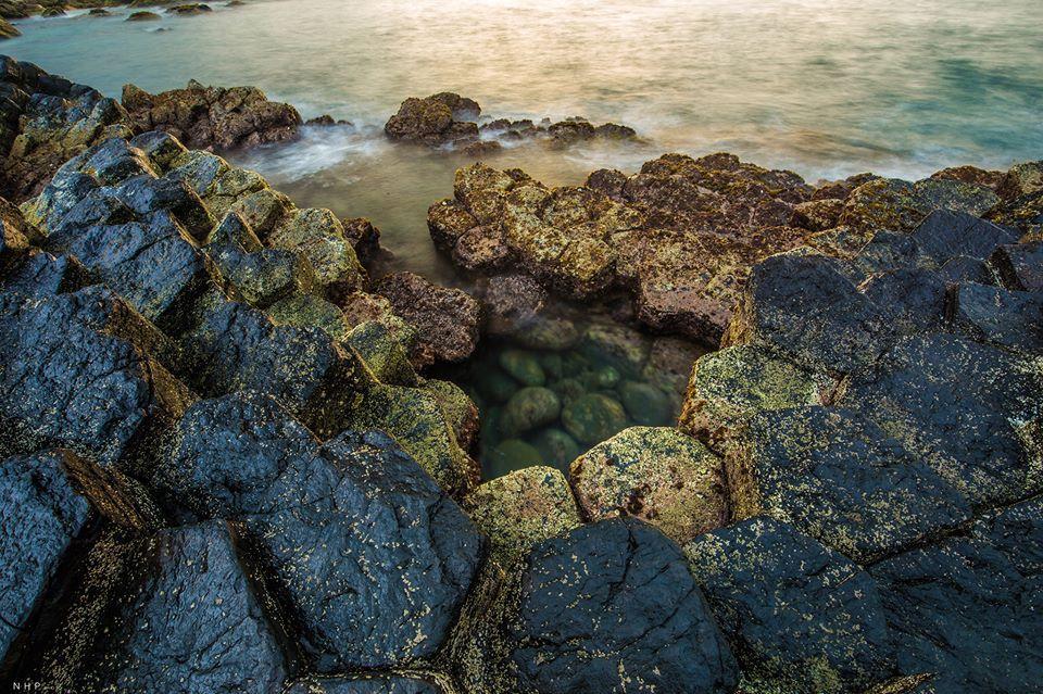 Vẻ đẹp từ đá và sóng biển ở ghềnh Đá Đĩa.