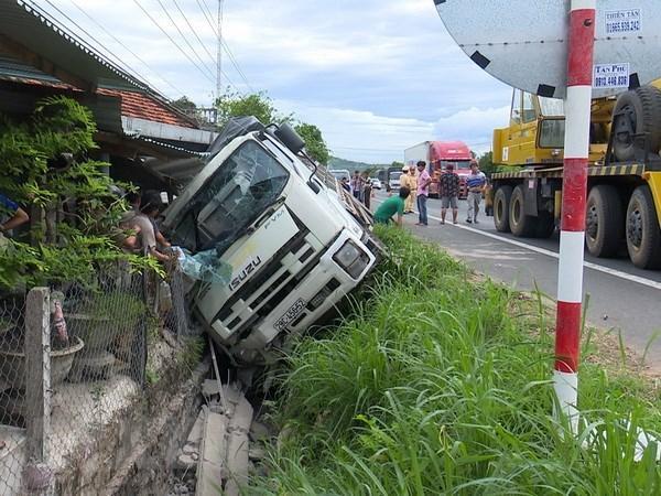 Hiện trường vụ tai nạn giao thông. (Ảnh: Thế Lập/TTXVN)