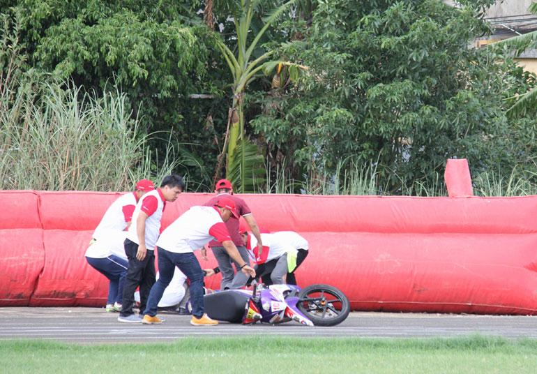 Cuộc đua diễn ra với tốc độ cao, nên việc các tay đua gặp sự cố trên đường đua là điều vẫn diễn ra trên sân Tuy Hòa.