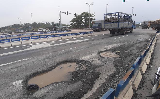 Ổ voi, ổ gà trên cao tốc Đà Nẵng - Quảng Ngãi