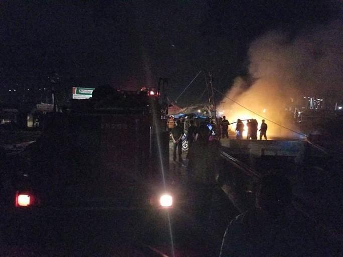Lực lượng PCCC phải huy động thêm 3 đơn vị tăng cường khi hầm chứa dầu bùng cháy dữ dội