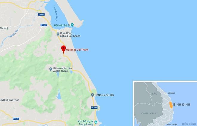 Xã Cát Thành (mũi tên đỏ), huyện Phù Cát, tỉnh Bình Định, nơi nhóm học sinh tắm biển gặp n ạ n. Ảnh: Google Maps.