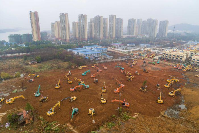 Lúc cao điểm, có đến 1.500 công nhân xây dựng có mặt tại công trường - Ảnh: REUTERS
