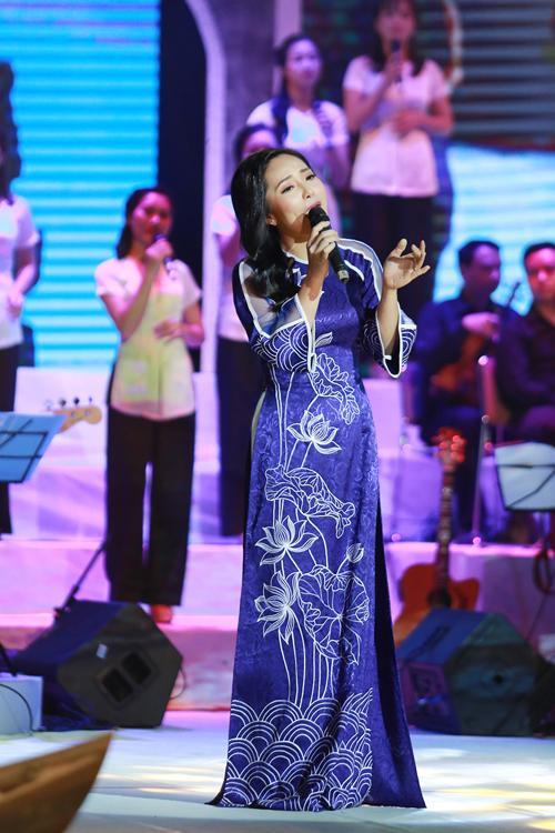 Bạch Trà từng được biết đến là một giọng ca Huế ngọt ngào. Cô từng tham gia nhiều chương trình nghệ thuật lớn diễn ra tại Hà Nội.