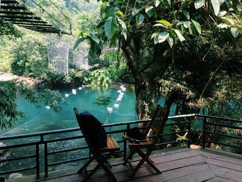 Suối nước Moọc có cảnh quan thiên nhiên hữu tình cùng hệ sinh thái đa dạng mà bạn không nên bỏ lỡ nếu tới thăm Quảng Bình. Ảnh: Bùi Quốc Thống.