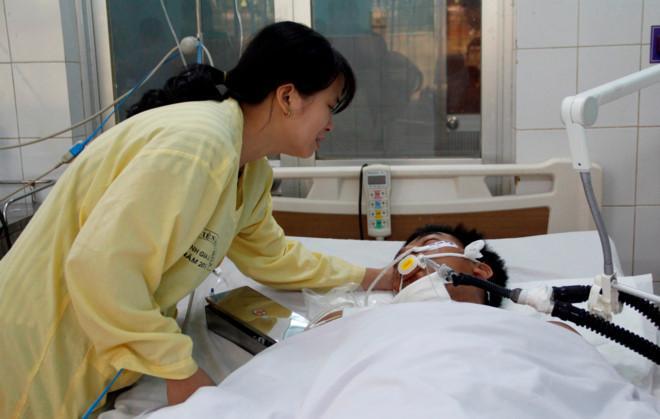 Chị Phú thay mặt chồng xin lỗi những gia đình gặp nạn. Ảnh: Minh Quý.