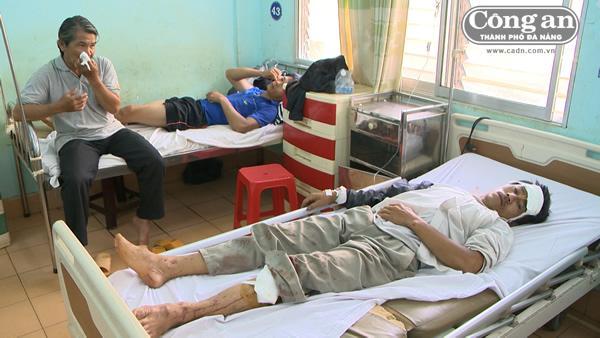 Những nạn nhân bị thương được cấp cứu tại Bệnh viện Đa khoa tỉnh Gia Lai.