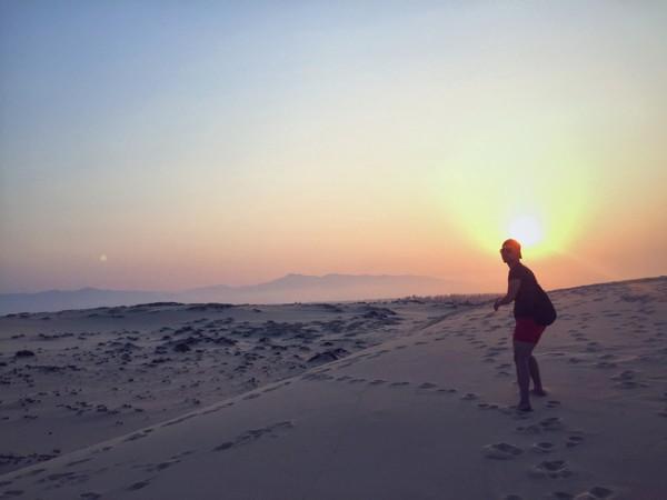 Đi về phía mặt trời - Ảnh: Song Bình