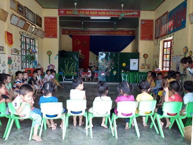 Hai lớp học ở nhà văn hóa thôn Gia Tịnh