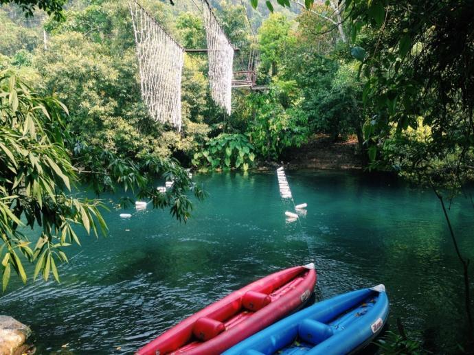 Vẻ đẹp thần kỳ của suối nước Moọc sẽ đem đến cho các bạn những trải nghiệm mới lạ, đầy thích thú. (Ảnh: zing.vn)