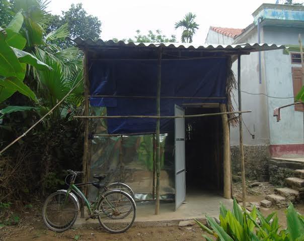 Căn nhà xập xệ của ba mẹ con chị Hồng