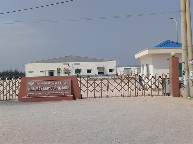Nhà máy may Quảng Bình đóng trên địa bàn huyện Lệ Thủy góp phần tạo việc làm cho gần 1.000 lao động nữ ở địa phương