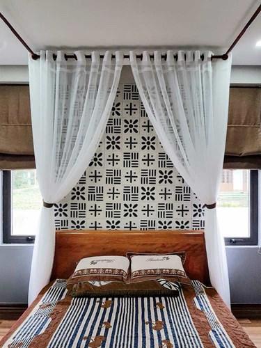 Phòng ngủ được thiết kế trên tầng gác mái của ngôi nhà.
