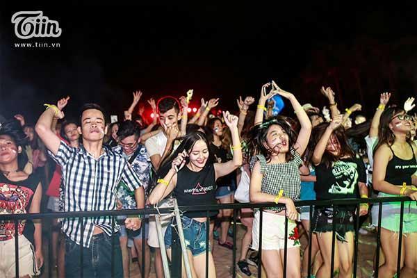 Đêm nhạc điện tử biển đã mang đến cho giới trẻ Quảng Bình một buổi tối mùa hè vô cùng sôi động.