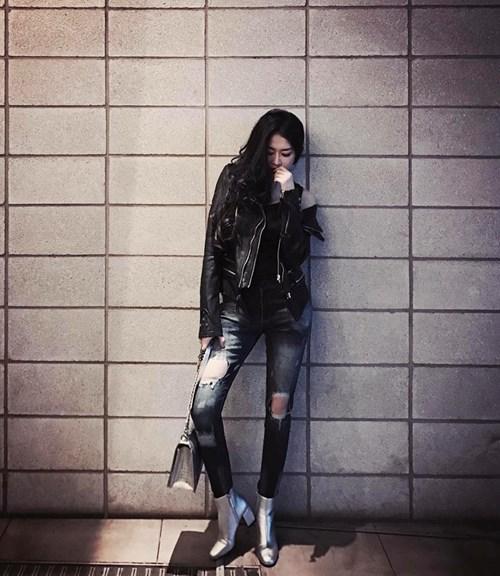 Được biết, công việc hiện tại của Mai Sương là mẫu ảnh và kinh doanh thời trang. Mới đây, cô còn làm mẫu ảnh trong những bộ sưu tập của chính thương hiệu thời trang mang tên mình.