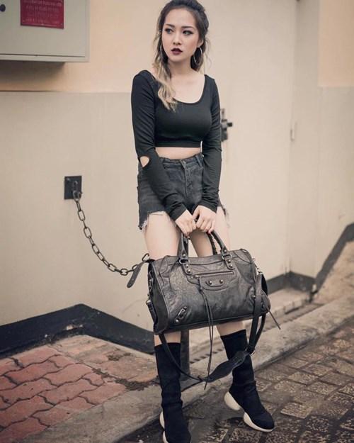 Nguyễn Mai Sương (1992) là một hot girl gốc Quảng Bình, hiện đang sinh sống và làm việc tại Hà Nội. Cô nàng được biết đến với ngoại hình xinh đẹp và sở hữu gout thời trang cá tính. Ảnh trong bài: Facebook nhân vật