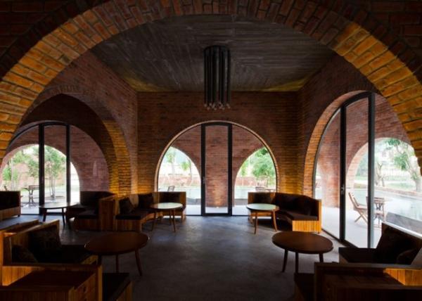 """Theo kiến trúc sư Lê Vũ Hồng Quang chia sẻ thì """"thiết kế cổng vòm như thế này có thể tiết kiệm được chi phí như kiểu kiến trúc cổ và giảm bớt được nhiều trở ngại trong suốt quá trình xây dựng""""."""