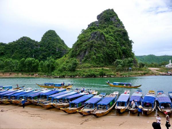 Đặc biệt, đến đây, du khách còn được thưởng thức nhiều món ngon địa phương. Ảnh: Ngu Tam.