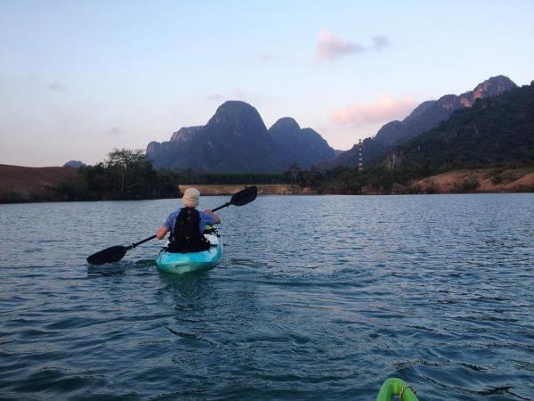 Chèo thuyền khám phá sông Chày. (Nguồn: Sannakat)