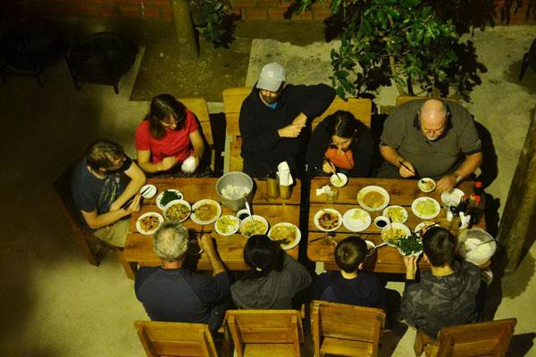 Đến đây, du khách sẽ được thưởng thức những món ăn ngon của Quảng Bình. (Nguồn: gody.vn)