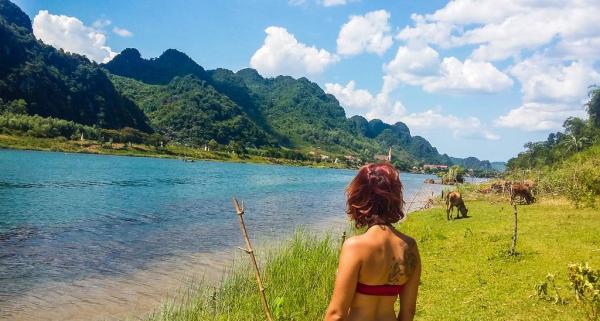 Ngay gần homestay là bãi biển trong xanh thuận tiện cho bạn tắm thỏa thích và phơi nắng. (Nguồn: Behomehomestay Instagram)