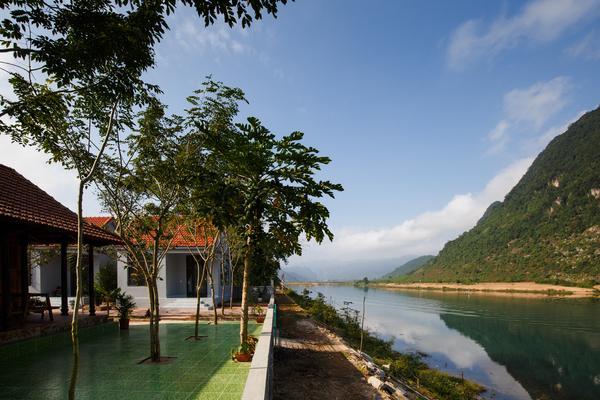 Hồ Khánh homestay đẹp như tranh vẽ (Nguồn: Nguyenshark.homestay Instagram)