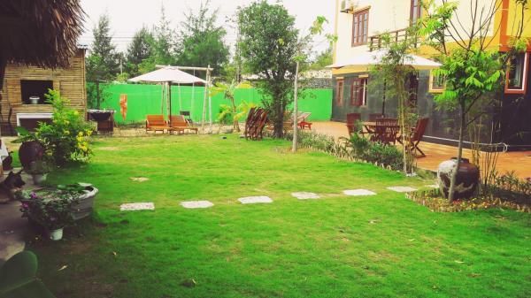 Không gian sân vườn ở Ocean View homestay thoáng mát. (Nguồn: nguoiquangnam.vn)