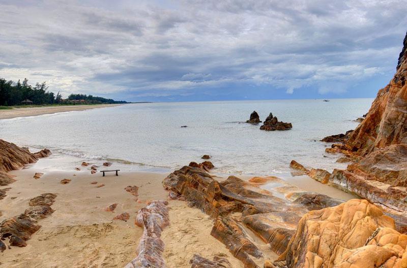 Dù đi vào mùa du lịch biển thì nơi đây vẫn bình yên và trong lành cho bạn thỏa sức tận hưởng. Ảnh: Duy Tuong.