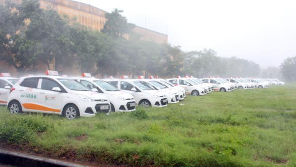 Các hãng xe taxi chọn giải pháp an toàn khi tránh trú tại Quảng trường thành phố.