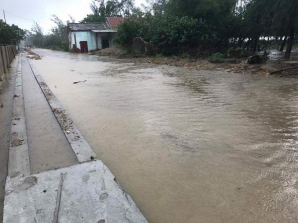 Tại Hà Tĩnh đang chìm trong mưa lũ.